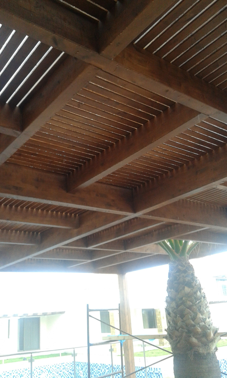 Σύνθετη ξυλεία Ιρόκο σε ξενοδοχειακή μονάδα στην Μύκονο - Έργα Αντωνόπουλος