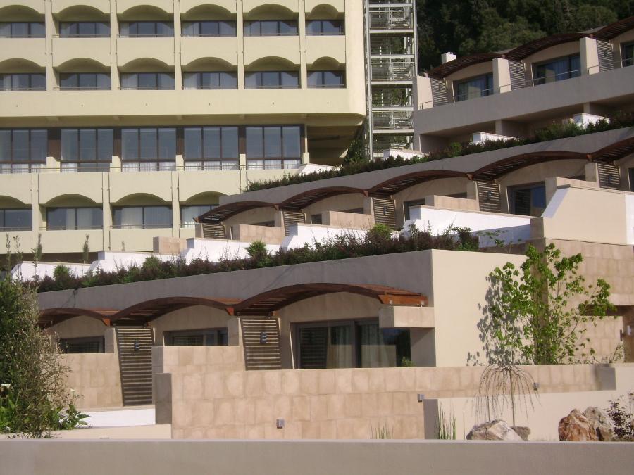 Σύθνετη ξυλεία Ιρόκο σε πέργκολα σε ξενοδοχειακή μονάδα στην Μύκονο - Έργα Αντωνόπουλος